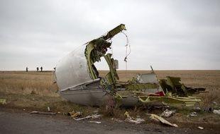 Un débris de l'avion MH17, abattu dans l'est de l'Ukraine, le 11 novembre 2014.