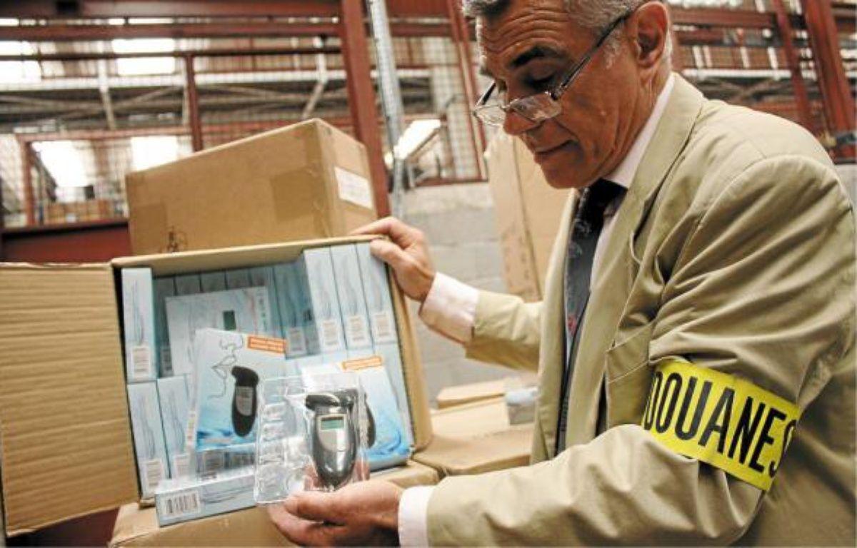Achetés 2,65 dollars pièce, les éthylotests devaient être revendus entre 20 et 30 €. –  A. SELVI / ANP
