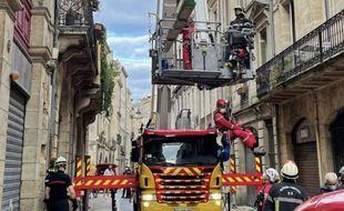 Les pompiers sont intervenus ce jeudi sur un immeuble du centre de Bordeaux qui menace de s'effondrer