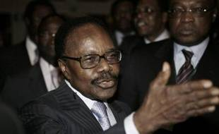 """Partenaire indissociable de la Françafrique, le Gabon a durci le ton contre l'ex-puissance coloniale au point de remettre en cause les """"relations franco-gabonaises"""" après un reportage sur le patrimoine en France de son président et la reconduite aux frontières de deux ressortissants."""