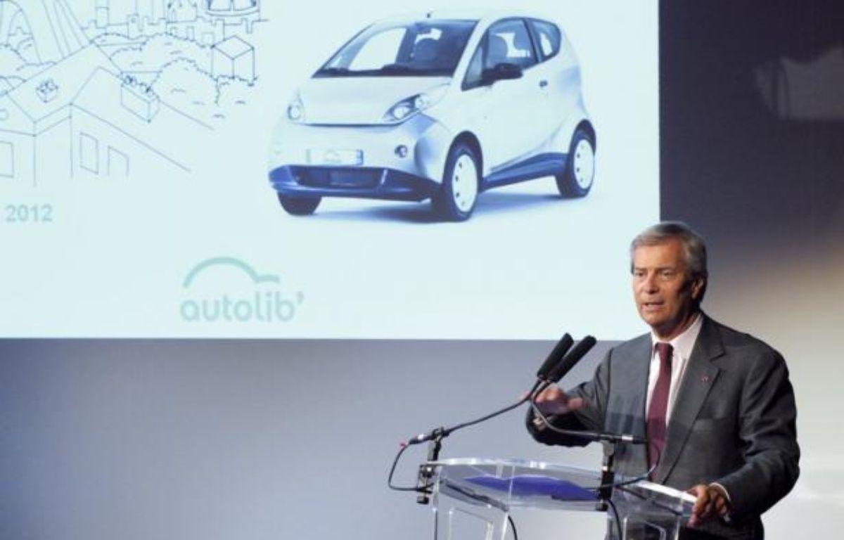 Autolib', le service de voitures électriques en libre-service mis en place dans la région parisienne, pourrait être rentable un peu plus vite que prévu, a estimé l'homme d'affaires Vincent Bolloré, dont le groupe fournit les véhicules. – Eric Piermont afp.com