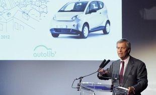 Autolib', le service de voitures électriques en libre-service mis en place dans la région parisienne, pourrait être rentable un peu plus vite que prévu, a estimé l'homme d'affaires Vincent Bolloré, dont le groupe fournit les véhicules.