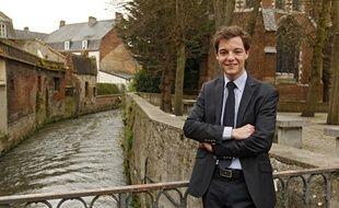 Stéphane Sieczkowski-Samier, élu au 2e tour des élections municipales à Hesdin dans le Pas-de-Calais, est à 22 ans le plus jeune maire de France.