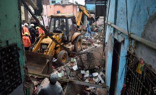 Les ruines de l'immeuble qui s'est effondré début juin dans un bidonville de Bombay (Inde), au début de la saison de la mousson.