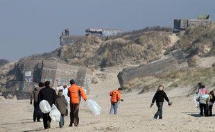 Leffrinckoucke (Nord), le 23 mars 2011. Opération de ramassage de déchets