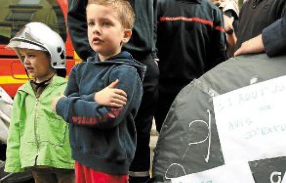 Les familles de pompiers ont manifesté leur colère devant le Sdis. –  C. Villemain / 20 minutes