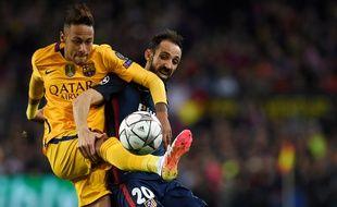 Le Brésilien du Barça Neymar contre l'Atlético Madrid, le 5 avril 2016.