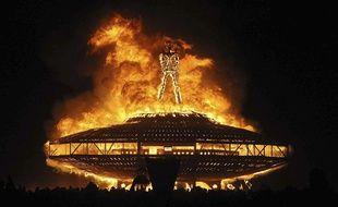 Un immense brasier dans le désert du Nevada lors du festival Burning Man 2013.