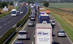 Des camions sur une autoroute hongroise (image d'illustration).