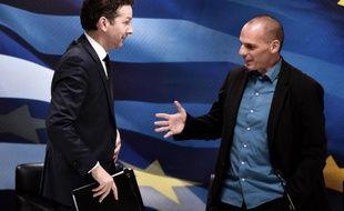 Le chef de l'Eurogroupe Jeroen Dijsselbloem (g) et le ministre grec des Finances Yanis Varoufakis (d), le 30 janvier 2015 à Athènes