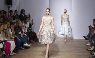 Défilé haute couture automne-hiver Yiqing Yin.