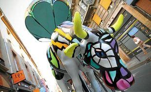 La D-Day Cow de l'artiste Did Dontzoff, exposée rue de Rémusat, est l'une des 52 vaches participant à l'événement.