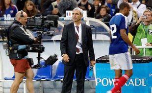 Mais le 5 septembre 2009, la France ne peut faire que match nul (1-1) en match retour face à la Roumanie et se retrouve (comme en 2005) mal embarquée dans une campagne de qualification.