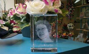 Hélène Crié-Wiesner s'est vu en photo dans une vitrine de pompes funèbres.