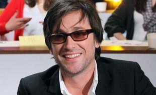 Thomas Dutronc sur un plateau de télévision en avril 2012.