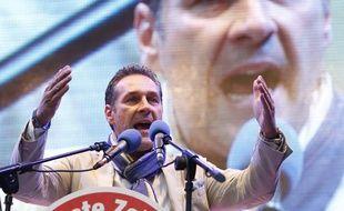 Le dirigeant du parti autrichien d'extrême-droite FPÖ, Heinz-Christian Strache, le 27 septembre 2013 à Vienne, en Autriche.