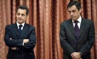 La popularité du président Nicolas Sarkozy a chuté de 9 points en février à 36%, son plus bas score depuis son arrivée à l'Elysée, tandis que celle du Premier ministre François Fillon recule de 4 points à 42%, selon le baromètre Ipsos à paraître jeudi dans Le Point.