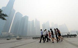 Singapour étouffait jeudi sous des records historiques de pollution, dus à des feux volontaires allumés sur l'île indonésienne voisine de Sumatra.