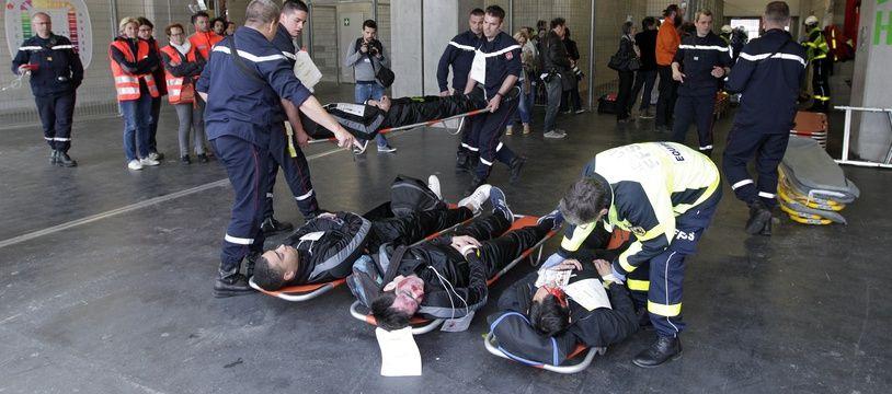 Illustration d'un exercice de secours.ercice de simulation d'attaque terroriste multiple au satde Pierre-Mauroy dans le cadre de mesures mises en oeuvre pour la sŽcurisation de l'Euro 2016 de football.