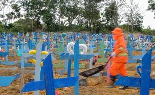 Un cimetière au Brésil, le 4 juin 2020.