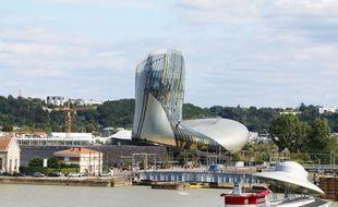 La Cité du vin à Bordeaux, dans le quartier où se trouve également l'oeuvre Le Vaisseau Spatial, de Suzanne Treister.