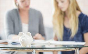 Par manque de formalisme, le prêt familial peut entraîner divers problèmes humains mais aussi financiers.