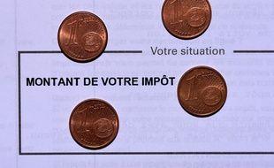 Photo illustration declaration des revenus, impots.