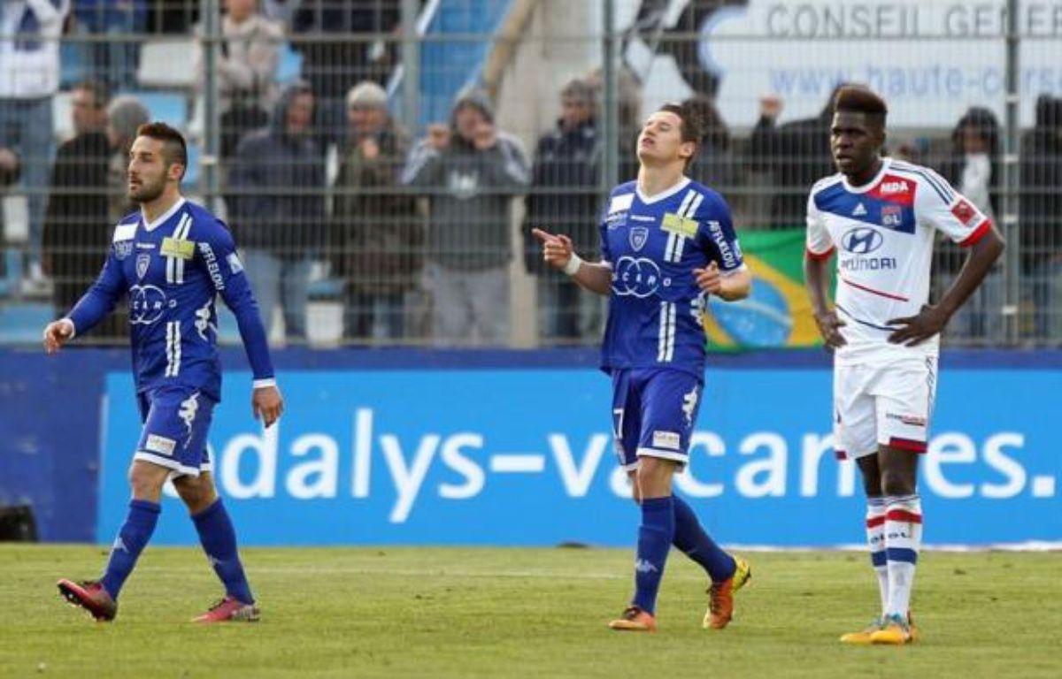 Corrigé samedi à Bastia (4-1) lors de la 29e journée de Ligue 1, Lyon n'a pas saisi l'occasion de mettre la pression sur le leader parisien, qui ira dimanche à Saint-Etienne, alors que Lille, battu, et Montpellier, tenu en échec, ne sont pas parvenus à se rapprocher de la tête. – Pascal Pochard-Casbianca AFP