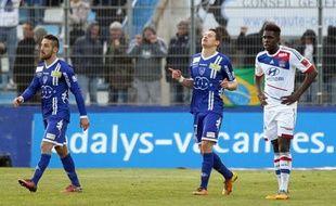 Corrigé samedi à Bastia (4-1) lors de la 29e journée de Ligue 1, Lyon n'a pas saisi l'occasion de mettre la pression sur le leader parisien, qui ira dimanche à Saint-Etienne, alors que Lille, battu, et Montpellier, tenu en échec, ne sont pas parvenus à se rapprocher de la tête.