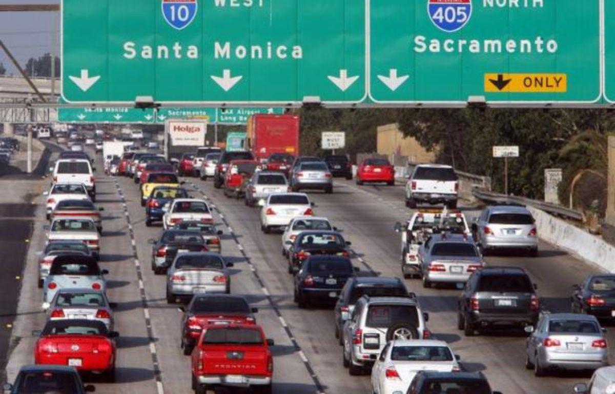 Les ventes automobiles ont progressé en mars aux Etats-Unis alors que l'économie montre des signes d'amélioration et que les prix du carburant incitent à acheter des voitures plus économes, d'après les chiffres publiés mardi par les constructeurs – Gabriel Bouys afp.com
