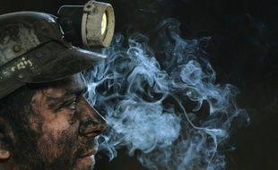 Un mineur photographié à la fin de sa dernière descente dans la mine de Petrila le 30 octobre 2015
