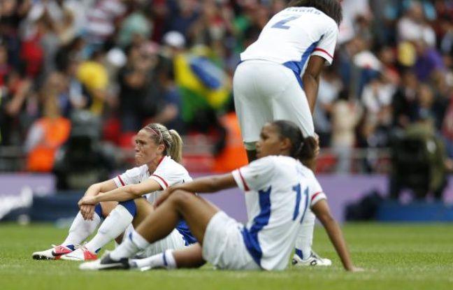 Les joueuses de l'équipe de France de football féminine, après leur défaite en demi-finale des Jeux olympiques, le 6 août 2012 à Londres contre le Japon.
