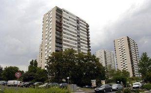 Quinze hommes de 29 à 33 ans, seront jugés à partir de mardi par les assises des mineurs du Val-de-Marne, accusés de viols collectifs entre 1999 et 2001 sur deux adolescentes alors âgées de 15 et 16 ans, qui ont longtemps gardé le silence.