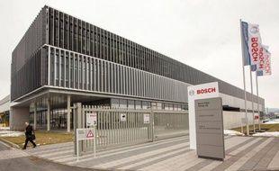 Le géant industriel allemand Bosch a annoncé à son tour vendredi son retrait du photovoltaïque, secteur en crise en Europe, une décision qui menace 3.000 postes dont 200 sur le site français de Vénissieux.