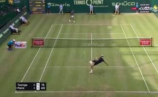 Paire et Tsonga dans une partie de tennis-ballon.