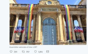 Un drapeau arc-en-ciel pavoisant l'Assemblée nationale à l'occasion de la Marche des fiertés a été déchiré en fin de soirée vendredi .