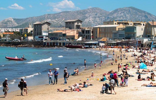 Marseille le 2 juin 2013 - Ouverture de la saison balnéaire sur les plages de Marseille comme ici à la pointe rouge