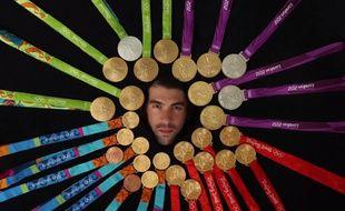 Michael Phelps a posé avec ses 28 médailles olympiques pour le magazine américain Sports Illustrated.