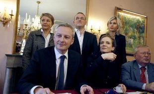 """Les """"non alignés"""" de l'UMP, conduits par Bruno Le Maire et Nathalie Kosciusko-Morizet, ont demandé mardi qu'une nouvelle élection pour la présidence du parti se tienne """"dans les trois mois"""" ainsi que la dissolution du groupe filloniste R-UMP à l'Assemblée."""