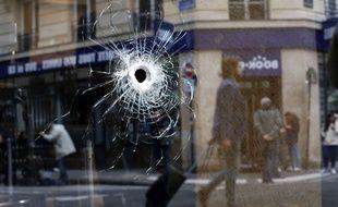 Un impact de balle tirée par la police dans la rue Monsigny, le 12 mai 2018.