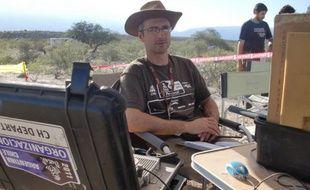 Robert Mentaverri, un des chronométreurs du Dakar, dans la tente de départ, entre Tucuman et Jujuy, le 4 janvier 2011 sur la route du Dakar.