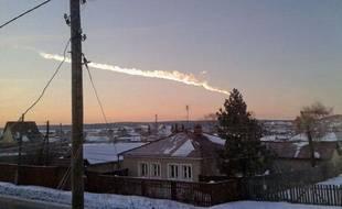 Traces de la météorite au dessus de Tcheliabinsk