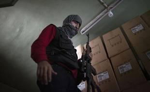 L'armée syrienne cessera ses opérations de vendredi matin à lundi, se conformant ainsi à une trêve proposée par l'émissaire international Lakhdar Brahimi, mais se réserve le droit de riposter en cas d'attaques rebelles, selon un texte lu jeudi à la télévision d'Etat.