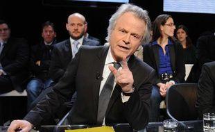 Franz-Olivier Giesbert sur le plateau de l'émission de France 2 «Des paroles et des actes», face à Nicolas Sarkozy, le 7 mars 2012.