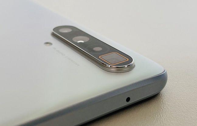 Le Realme X3 Super Zoom est équipé qu'un quadruple module photo arrière avec zoom périscopique.