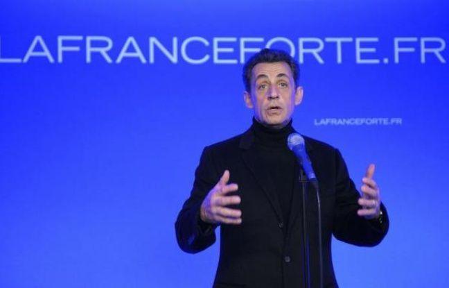 """Nicolas Sarkozy a inauguré samedi son QG de campagne au 18 rue de la Convention, dans le XVe arrondissement de Paris, un quartier dont il a justifié le choix parce qu'il est peuplé, selon lui, de """"classes moyennes"""", qu'il veut reconquérir pour remporter un second mandat."""