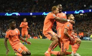 Les Lyonnais célèbrent le deuxième but inscrit par Nabil Fekir, ce mercredi à Manchester.