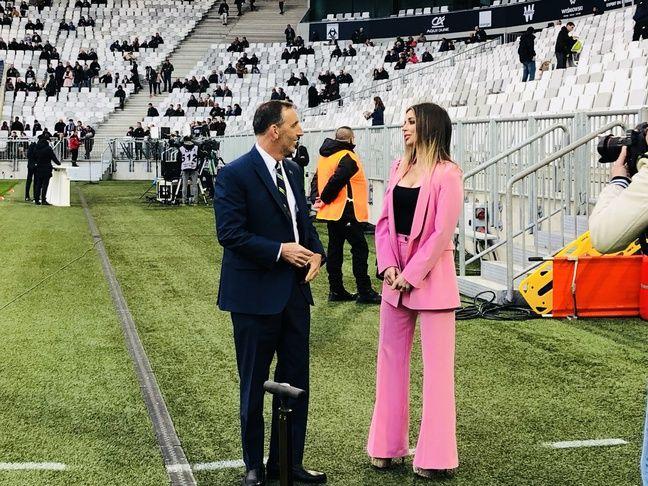 Joe DaGrosa, le propriétaire des Girondins de Bordeaux en discussion avec la journaliste croate Fani Stipkovic.