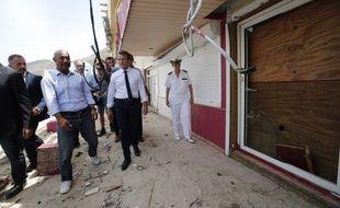 Emmanuel Macron à Saint-Martin après le passage de l'ouragan Irma.
