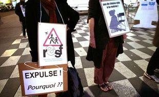 Les membres de Réseaux éducation sans frontières, pendant une manifestation à Nice le 2 mars 2010
